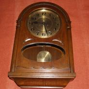 Часы настенные фирмы Duverdrey & Bloquel в изысканном дубовом корпусе.