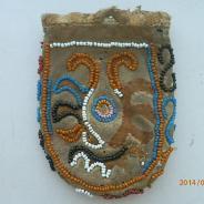 Старинный кожаный кисет с вышивкой бисером
