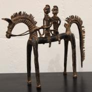 Лошадь с двумя всадниками