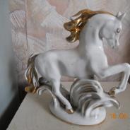 Фарфоровый конь