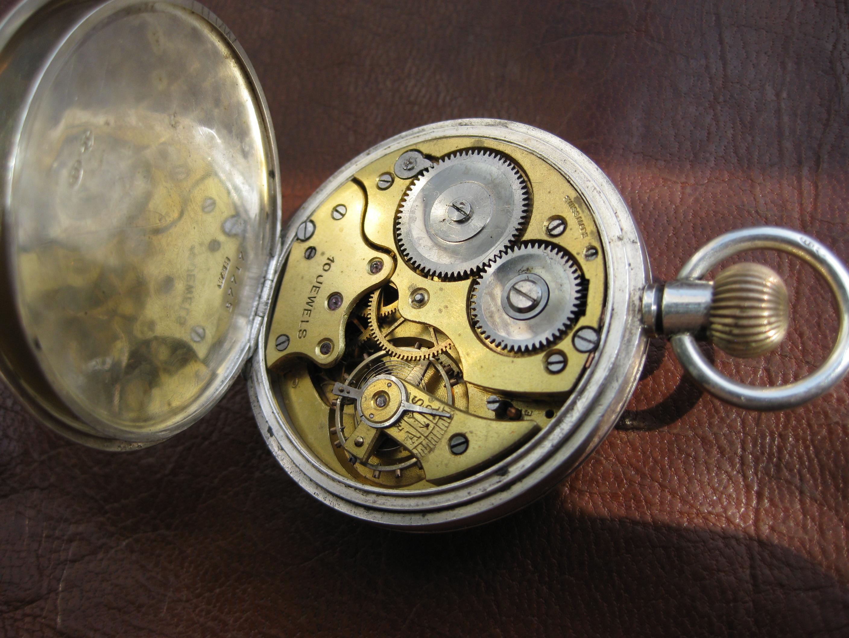 Антикварные старинные карманные часы - красиво и дорого. Многие люди коллекционируют данный предмет старины