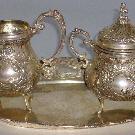 Чайный набор: поднос, сахарница, сливочник