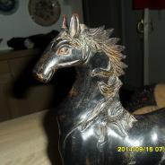 Bronsovay statuetka Skakun