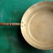 Сковорода латунная, с деревянной ручкой, старинная