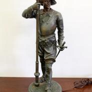 настольная лампа в виде мушкетера