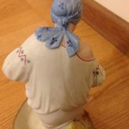 фарфоровая статуэтка-ссср-кормящая крестьянка