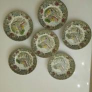 Набор из шести декоративных тарелочек.