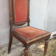 Два стула из красного дерева